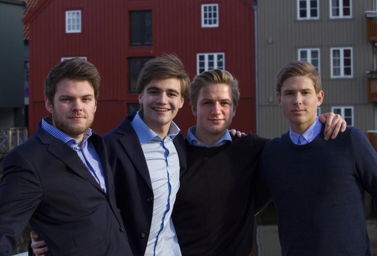 Fra venstre: Vegard Vangstad (20), Kristian Gjønnes (20), Tobias Nervik (20), Isak Malvik (17).